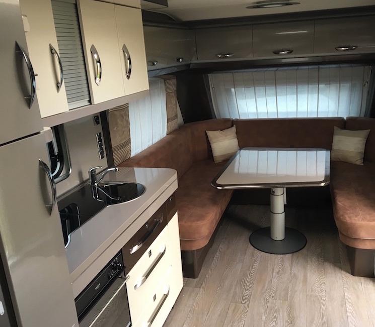 Hobby-660-wfu-premium-kitchen-lounge.jpg