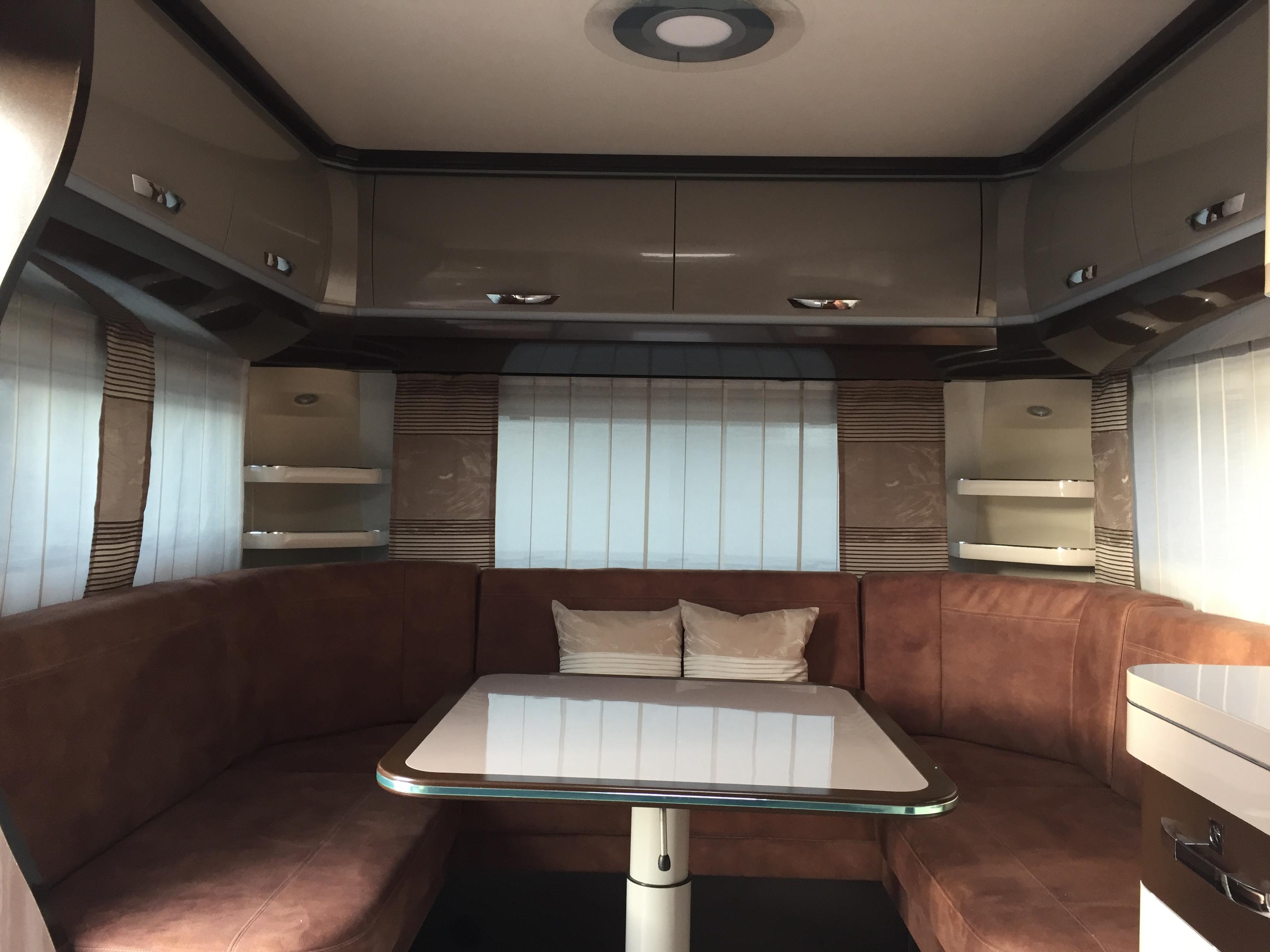 Hobby-650-uff-premium-2017-lounge.JPG