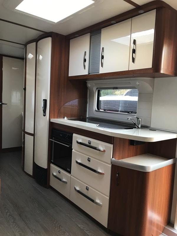 Hobby-660-vip-2016-kitchen.jpg