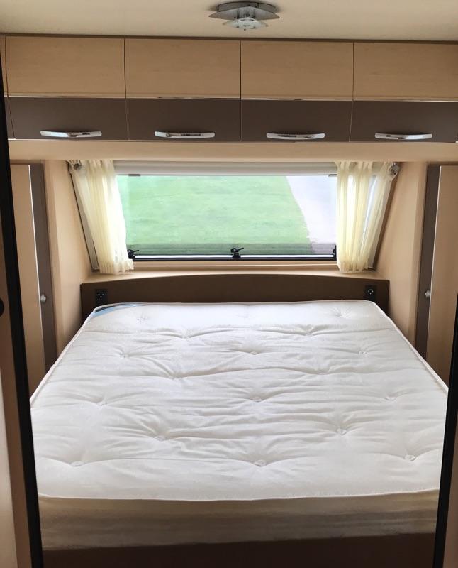 Hobby-695-2011-_bedroom.jpg